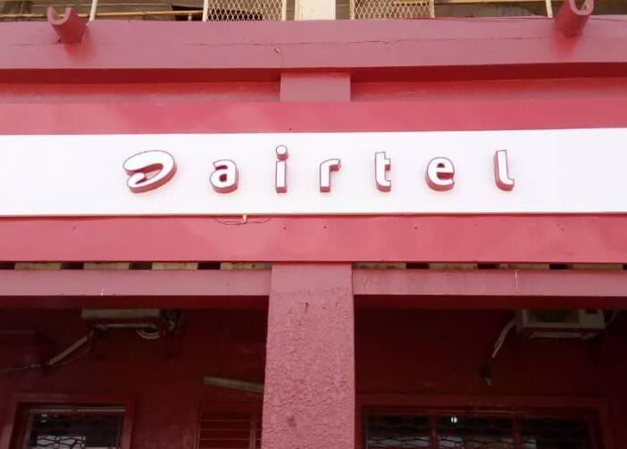 Flat Surface AIRTEL LED Channel Letters With Iron Returns Economic Model